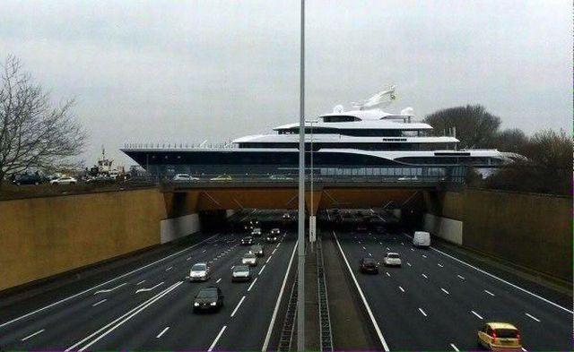 Jacht na moście