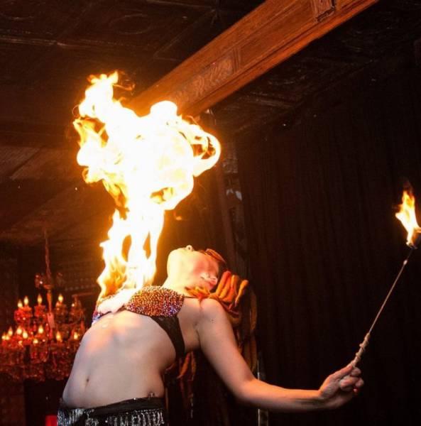 Płonący biust